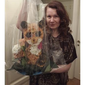 Лисичка из живых цветов + Подарки. Стильный подарок на юбилей.