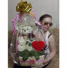 Мишка из цветов с сердцем из роз + Подарки. Подарок на день рождения для любимой.