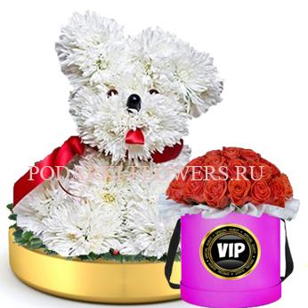 Собачка из цветов на золотом подносе + Розы в шляпной коробке