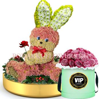 Зайчик из цветов на золотом подносе + Розы в шляпной коробке