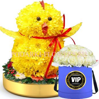Цыпленок из цветов на золотом подносе + Розы в шляпной коробке