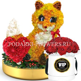 Лисичка из цветов с сердцем из роз на золотом подносе + Розы в шляпной коробке