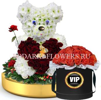 Мишка из цветов с сердцем из роз на золотом подносе + Розы в шляпной коробке