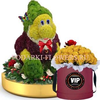 Гном из цветов на золотом подносе + Розы в шляпной коробке