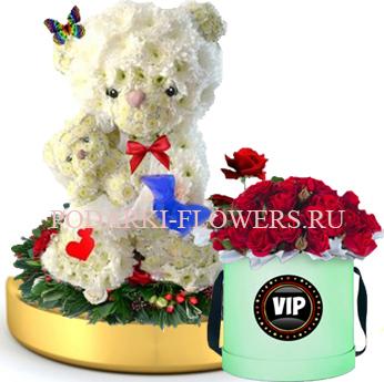 Мишка с ребенком из цветов на золотом подносе + Розы в шляпной коробке