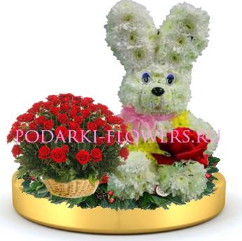 Зайчик из цветов + корзинка цветов на золотом подносе