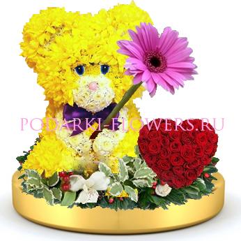 Мишка из цветов + сердце из роз на золотом подносе