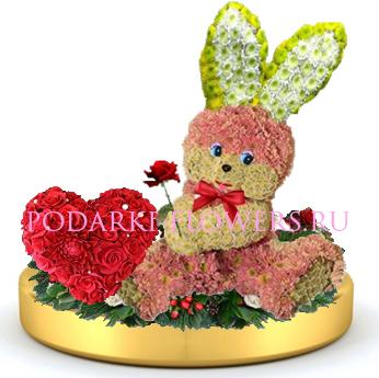 Зайчик из цветов + сердце из роз на золотом подносе