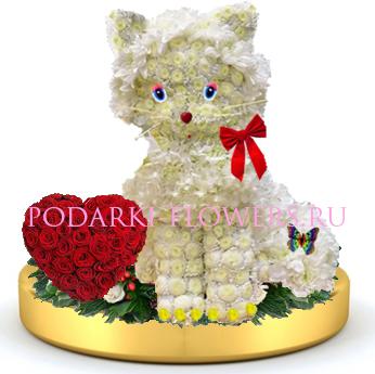 Кошка из цветов + сердце из роз на золотом подносе