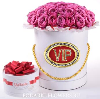 """Пионовидная роза """"Misty Bubbles"""". 9-31 шт. Цветы в шляпной коробке."""