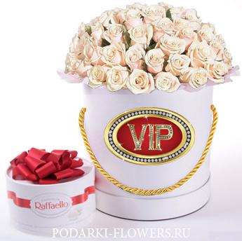 """Розы кремовые """"VIP"""". 29-61 шт. Цветы в шляпной коробке"""