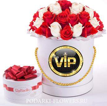 Микс из красных и белых роз. 29-61 шт. Цветы в шляпной коробке
