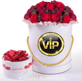 Пионовидные розы Ред пиано «Red Piano». 9-31 шт. Цветы в шляпной коробке.