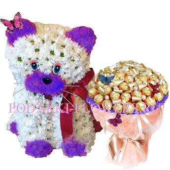 Кошка из цветов + букет из конфет
