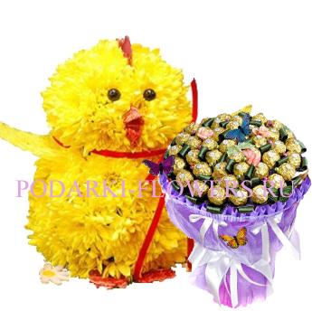 Цыпленок из цветов + букет из конфет