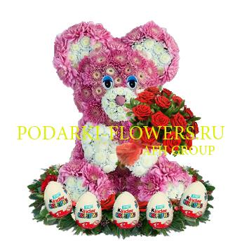Мишка из цветов с букетом роз + киндер сюрпризы
