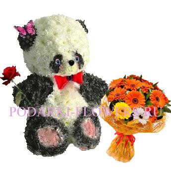 Панда из цветов с букетом цветов
