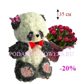 Панда из цветов с букетом роз